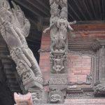 Эротические мотивы в храмовой архитектуре Непала.