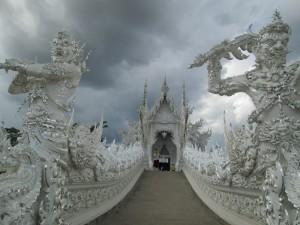 Белый храм. Вход в главное здание