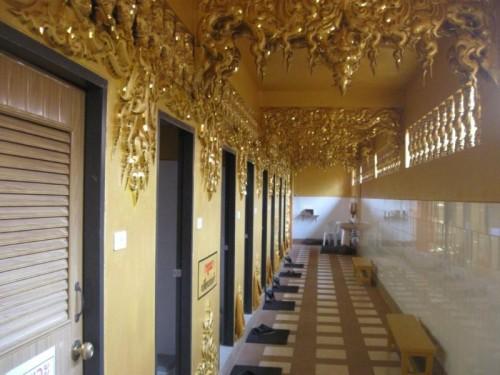 Inside_Gold_Toilet