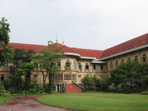 Vimanmek_Palace