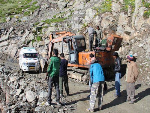 Bus_in_Himalaya