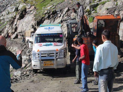 Bus_in_Himalaya1